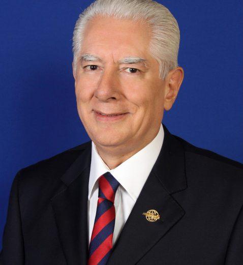 Coach Alberto Vieyra